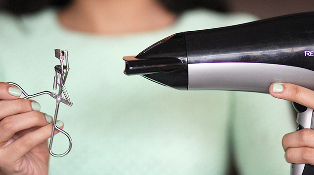 How to curl eyelashes and make it stay