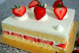 Thumb strawberry shortcake   whole cake