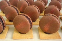 Thumb chocolate hazelnut macarons   petit four 2