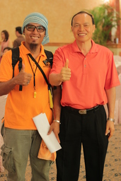 Thumb with tan sri lim wee chai top gloves